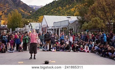Arrowtown New Zealand Autumn Festival 19th To 25th April 2018 - Juggler Entertaining The Crowd