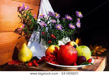 Still Life With Apples And Pears On A Wooden Background. Still Life Of Apples In The Background With