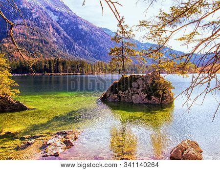 Blick Auf Dem Hintersee In Der Ramsau In Berchtesgadener Land.