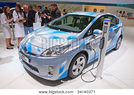 Genf - 8. März: Der Toyota Prius Plug-in Hybrid-Vorschau auf dem Display auf der 81. internationalen Motor