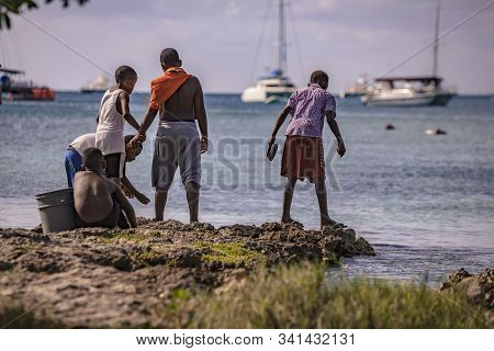 Poor Dominican Children Play In Bayahibe 8