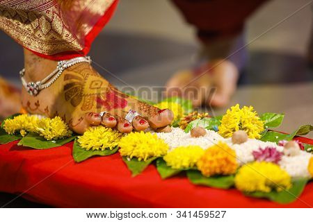 Indian Wedding Ceremony In Hinduism  : Bridal Leg With Mehandi Design
