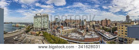 New York, Usa - October 7, 2017: View To Downtown Manhattan, New York From The End Of The High Line