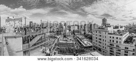 New York, Usa - October 7, 2017: People Look  To Downtown Manhattan, New York From The End Of The Hi