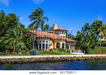 Luxury Mansion In Exclusive Part Of Fort Lauderdale Known As Small Venice