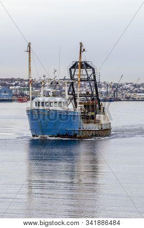 New Bedford, Massachusetts, Usa - December 4, 2019: Clammer Starlight Leaving New Bedford To Go Fish