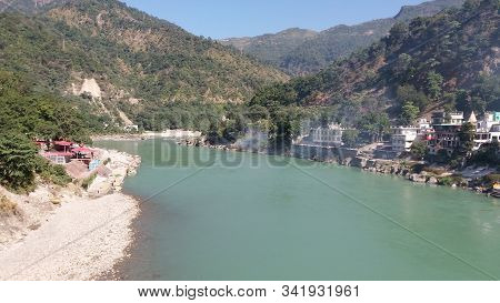 Beautiful Scene At Rishikesh Of Uttar Pradesh In India. The Holy River Ganges At Rishikesh Which Is