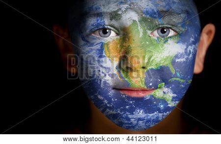 Porträt eines Kindes mit einer gemalten Nordamerika.