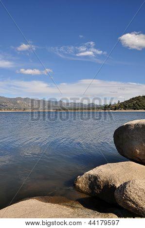 Lake Hemet shoreline