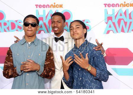 LOS ANGELES - NOV 17:  Akoye Castle, Nick Cannon, Omari Castle at the TeenNick Halo Awards at Hollywood Palladium on November 17, 2013 in Los Angeles, CA