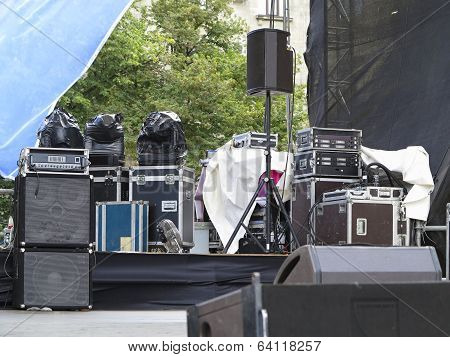 Powerfull Concerto Audio Speakers ,amplifiers ,spotlights, Stage Equipment