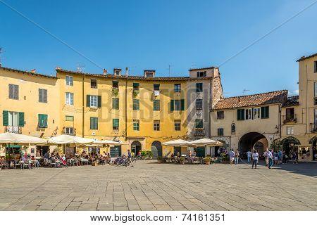 Anfiteatro Sqauare In Lucca