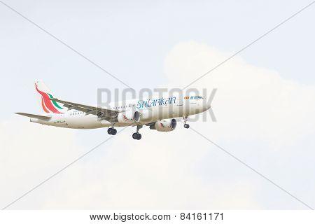 Thailand,bangkok-mar 3:srilankan Airlines  Plane Flying Above Suvarnabhumi Airport Runway And Prepar