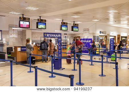 Ryanair Checkin Counter