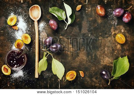 Making plum jam based on traditional recipe