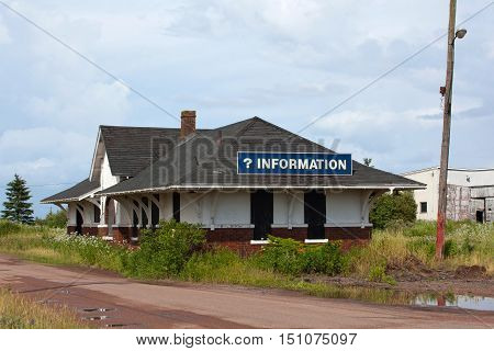 An abandoned information building with information sign.
