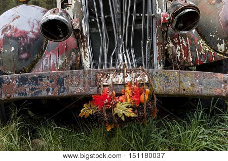 A close up of the front end of a bumper of an old vintage truck.
