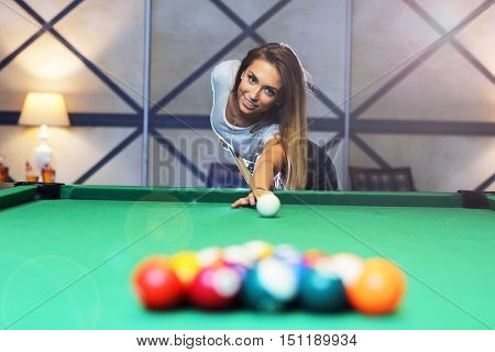 Picture of pretty woman playing billards