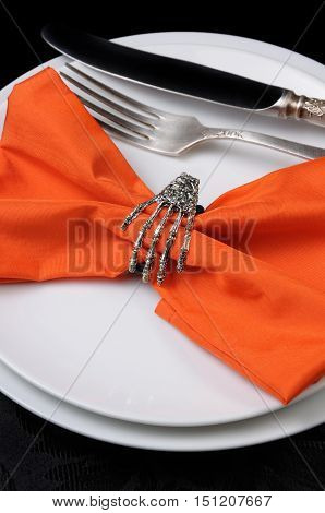The idea of how to decorate cloth barrette as a skeleton brush on Halloween