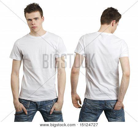 Adolescente com camisa branca em branco