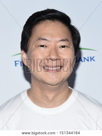 LOS ANGELES - SEP 09:  Ken Jeong arrives to the Stand Up To Cancer 2016 on September 09, 2016 in Hollywood, CA