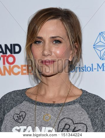 LOS ANGELES - SEP 09:  Kristen Wiig arrives to the Stand Up To Cancer 2016 on September 09, 2016 in Hollywood, CA