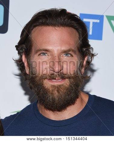 LOS ANGELES - SEP 09:  Bradley Cooper arrives to the Stand Up To Cancer 2016 on September 09, 2016 in Hollywood, CA