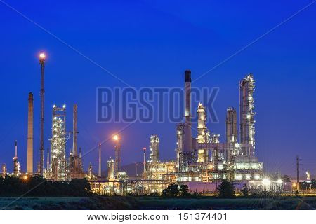 Overall view of an oil and gas refinery.