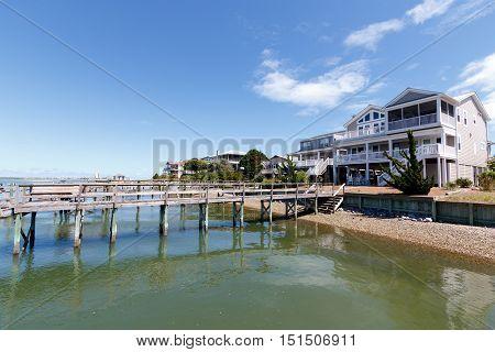 Luxury vacation rental houses on the intercoastal waterway in North Carolina