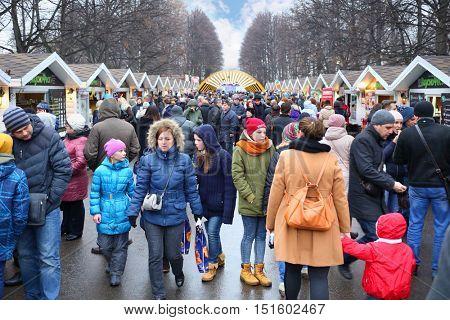 MOSCOW - MAR 12, 2016: Crowd during Shrovetide in Sokolniki Park