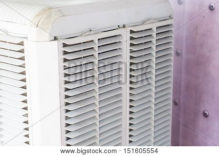Large outdoor small air conditioner fanning system