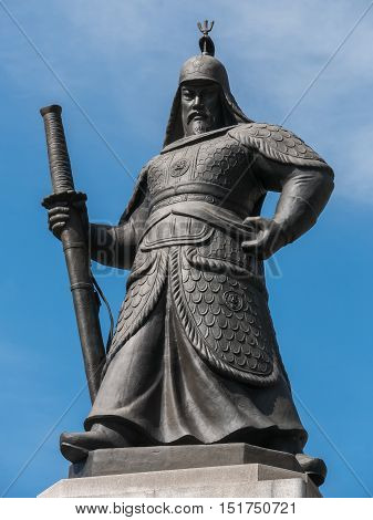 Statue of the Admiral Yi Sun-sin at the Gwanghwamun square in Seoul, Korea. poster