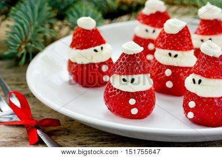 Christmas party ideas for kids - strawberry santas recipe
