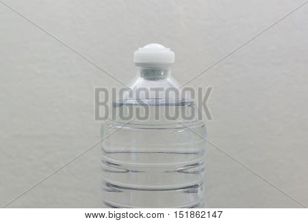 Water bottle with lid put the supplements. Use to press on the lid. To supplement mixed with water.