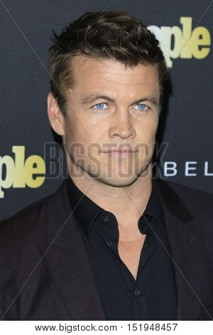 LOS ANGELES - OCT 13:  Luke Hemsworth at the People's One to Watch Party at the E.P. & L.P on October 13, 2016 in Los Angeles, CA