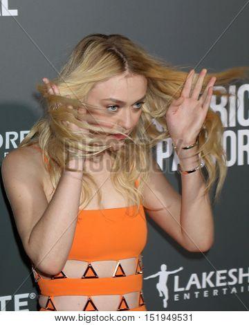 LOS ANGELES - OCT 13:  Dakota Fanning at the