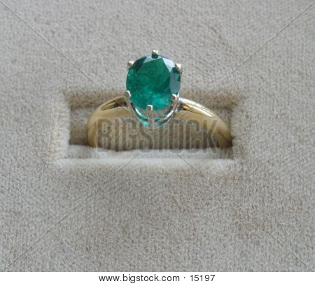 Green Emerald Ring