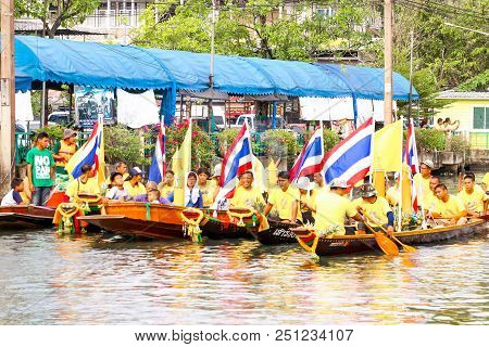 Samutsakorn, Thailand - July 27, Boat Parades In Traditional Of Candles To Temple At Katumban In Sam