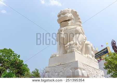 Udonthani, Thailand - March 17, 2018 : White Marble Chinese Guardian Lion Sculpture In Front Of Entr