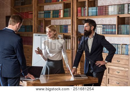 Idea Concept. University Students Discuss New Ideas In Library. Businessmen And Woman Exchange Busin