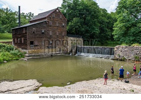 Muscatine County, Iowa/usa- July 18, 2018: A Family Looks Across The Water To The Historic Pine Cree