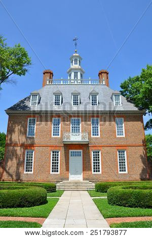 Williamsburg, Va, Usa - May 7, 2012: Governors Palace Of British Colony In Williamsburg Historic Dis