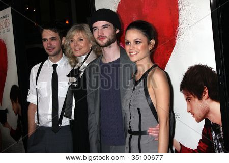 LOS ANGELES - FEB 1:  Scott Mechlowicz, Blythe Danner, Tom Sturridge, Rachel Bilson at the