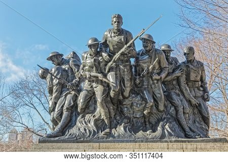 New York, Usa - January 15, 2018: 107th Infantry Memorial Bronze Sculpture In Central Park In Winter