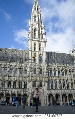 Brussels, Belgium - 6th June, 2019: Woman Tourist Stands In The Middle Of Brussels Main Square Grand