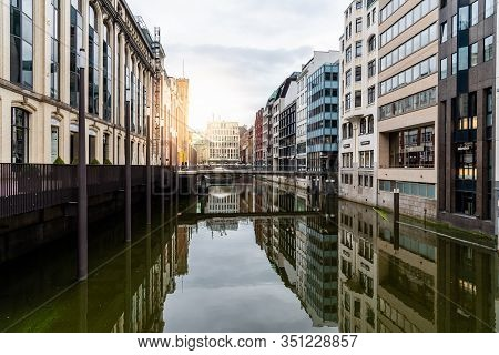 Hamburg, Germany - August 4, 2019: Scenic View Of Bleichenfleet Canal With Luxury Fashion Stores Ref