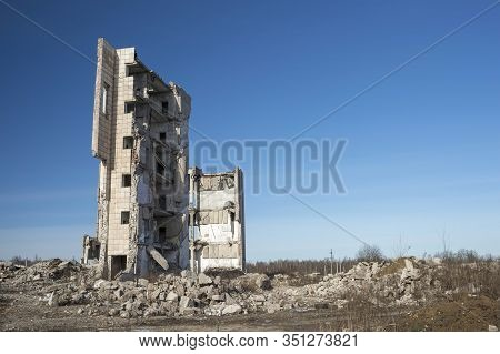 A Skeleton Of The Remains Of A Destroyed Building With An Ore Of Grey Concrete Debris.