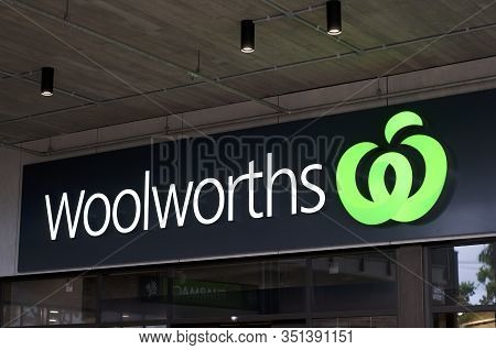 Byron Bay, New South Wales, Australia - 10th February 2020 : Glowing Woolworths Sign Hanging In Fron