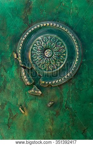 The Walls With Relief Decorative Plaster And Round Bas-relief Are Painted In Malachite-green Paint W