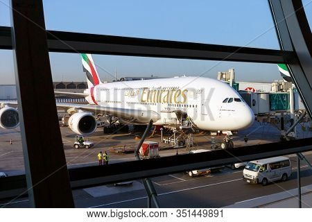 Dubai, Uae - November 24, 2019:emirates Airbus A380 Prepares To Board Passengers At Dubai Internatio